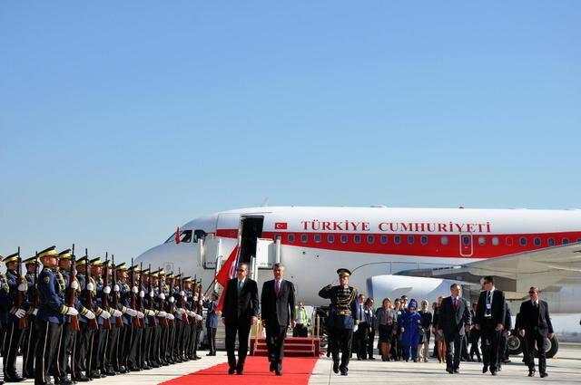 Turski premijer je danas na Kosovo doputovao sa delegacijom od 600 članova