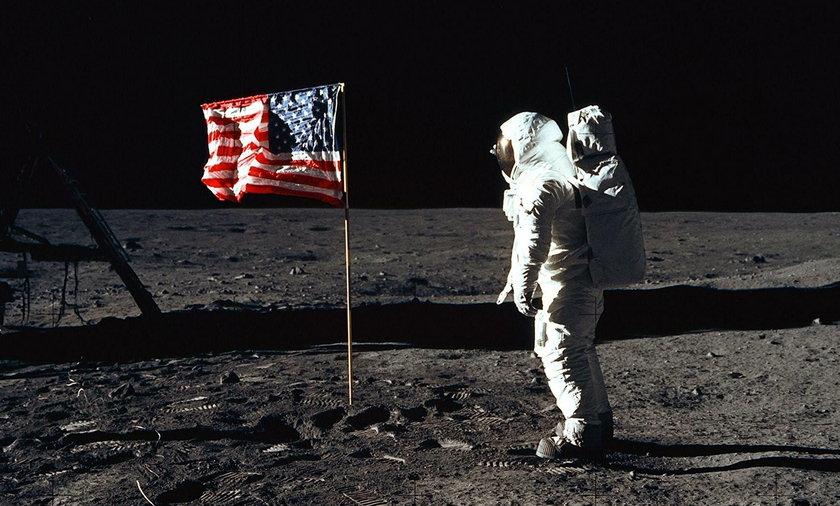 Apollo 11, lądowanie na księżycu