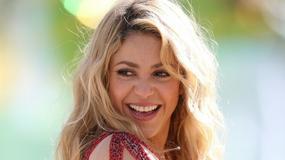 Shakira pokazuje synkowi jak kopać piłkę