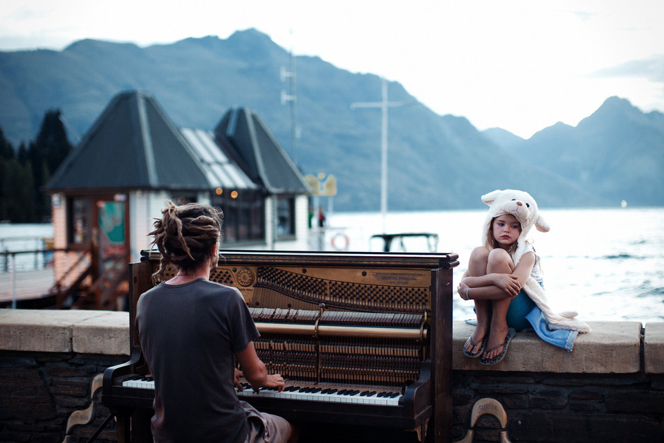 Piano play at sunset (Koncert pianistyczny o zachodzie słońca) - Nikola Smernic/National Geographic Traveler Photo Contest