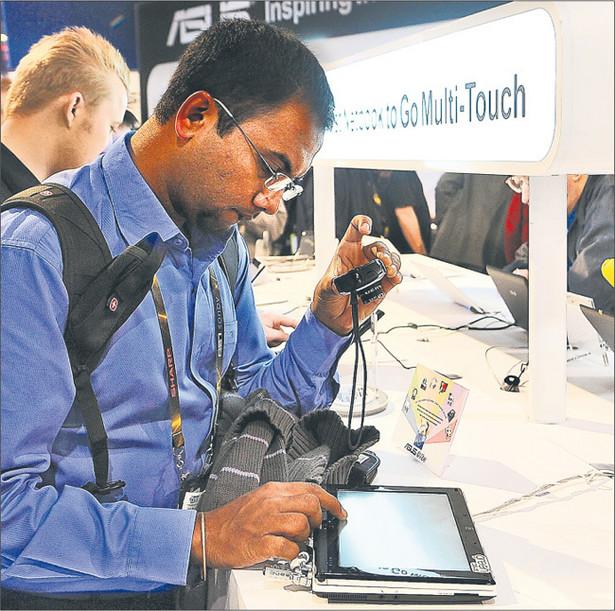 Do upowszechnienia internetu mobilnego doprowadzą tablety Fot. AFP/East News