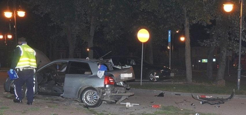 Przerażający wypadek w Annopolu. Nastolatkowie wypadli z auta pod wpływem uderzenia! [FILM]