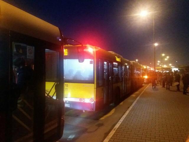 Autobusi čekaju u koloni