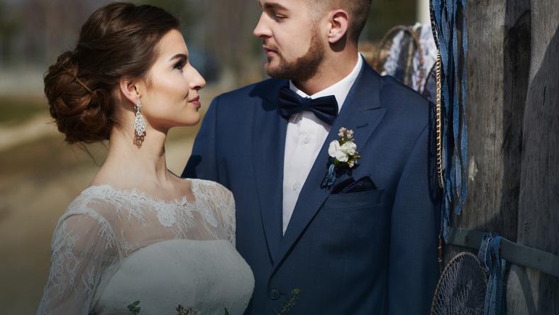 Ślub na plaży w odsłonie granatowego aksamitu  fot. Paweł Wrona Photography