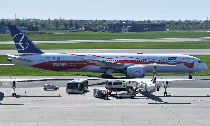 Ewakuowali dwóch dyplomatów z Indii. Zakażeni koronawirusem przylecieli specjalnym samolotem do Warszawy