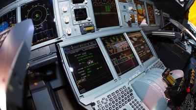 Flight Management System – komputerowe serce każdego samolotu. Jak działa i jaką rolę pełni?