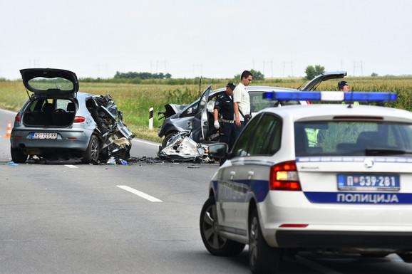 Stravična nesreća kod Kaća, tri ženske osobe poginule na licu mesta