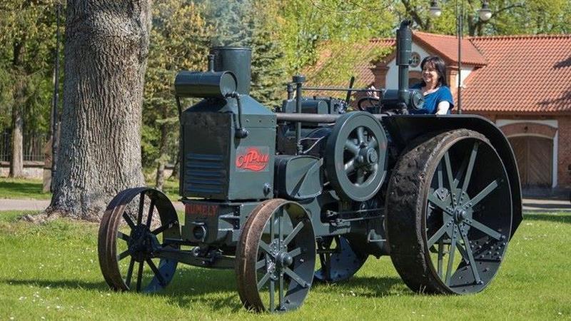 Ciągnik Rumely Oil-Pull X 15-40 w Muzeum Rolnictwa w Ciechanowcu