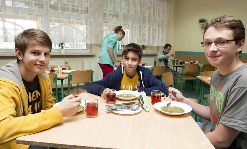 Obiad w szkolnej stołówce