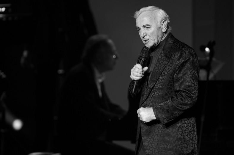 Charles Aznavour podczas koncertu we Włoszech w 2009 roku
