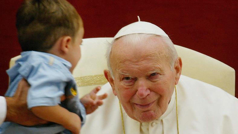 7 września 2003 - Jan Paweł II sfotografowany w Castel Gandolfo