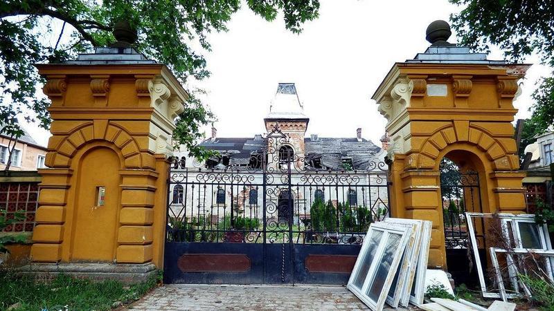 Dziś po pięknym pałacu zostały jedynie ruiny