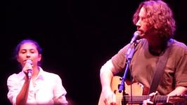 Chris Cornell występuje z córką