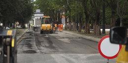 Dąbrowskiego w Łodzi. Asfalt nowej ulicy do wymiany