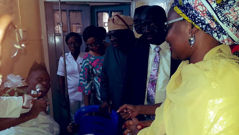 Aisha Buhari visits victims of Lagos building collapse (Twitter | @thecableng)