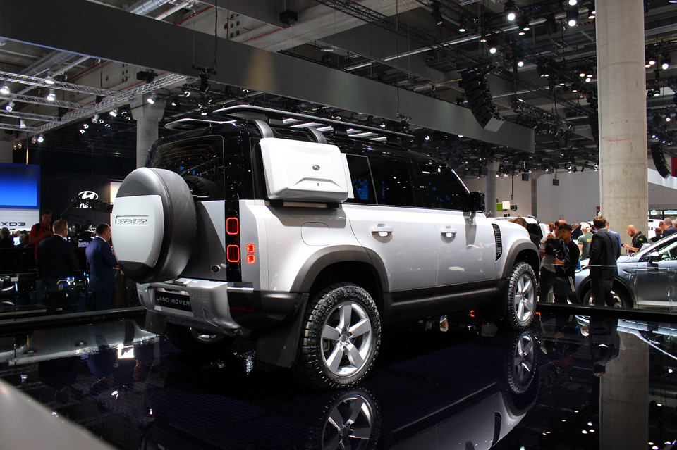 Nowy Land Rover Defender