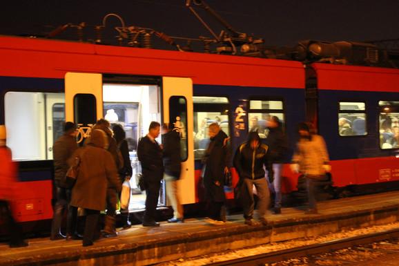 Putnici koriste međugradske vozove za prevoz do centra