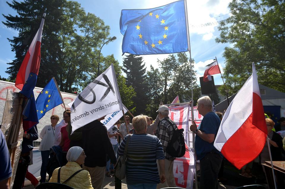 Demonstracja przeciw planom zmian w sądownictwie