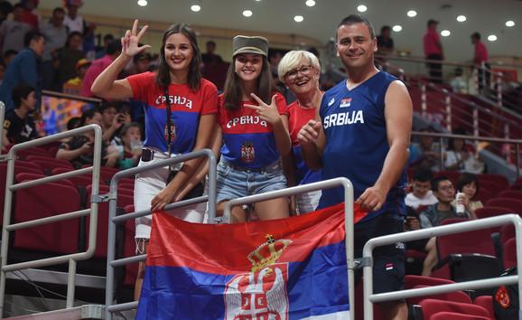 Naši navijači na meču Srbija - Češka