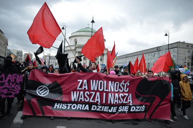 Uczestnicy marszu antyfaszystowskiego
