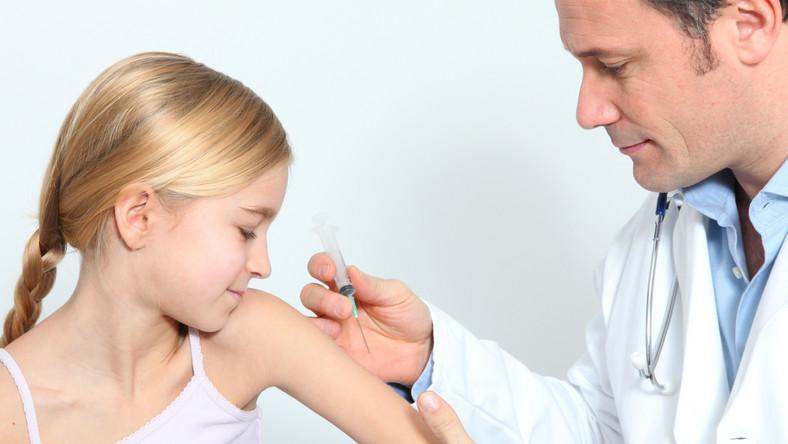 Trwa akcja bezpłatnych szczepień przeciwko HPV dla opolskich 12-latek