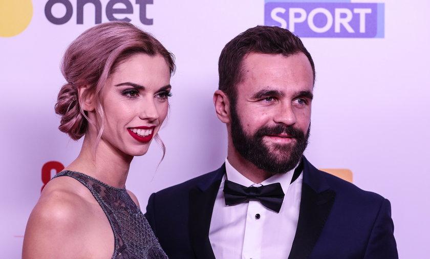 Piłkarz Andrzej Witan zakochał się w pięknej lekkoatletce Idze Baumgart.