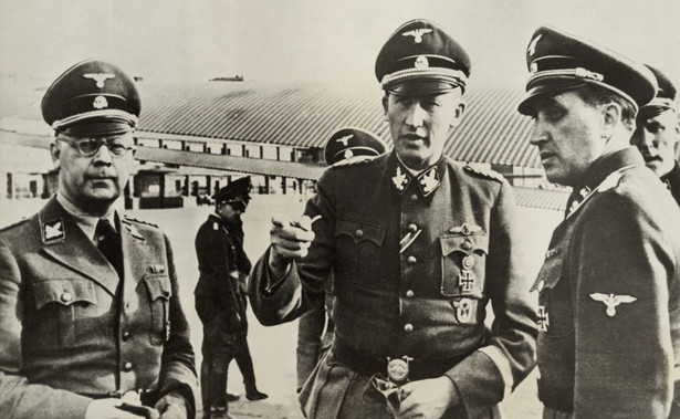 W 1938 r. szef SS Heinrich Himmler (z lewej) zapowiedział, że jego intencją jest wychowanie germańskiej rasy rozsianej po całym świecie.
