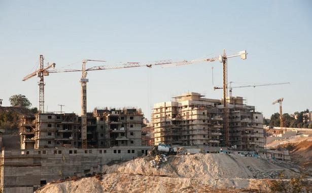 Nabywcy będą zobowiązani do dokonywania wpłat na mieszkaniowy rachunek powierniczy w miarę postępu prac w realizacji przedsięwzięcia deweloperskiego lub zadania inwestycyjnego