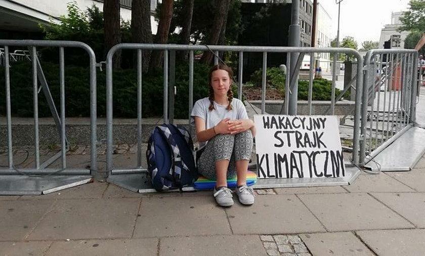 13-latka strajkuje przed Sejmem