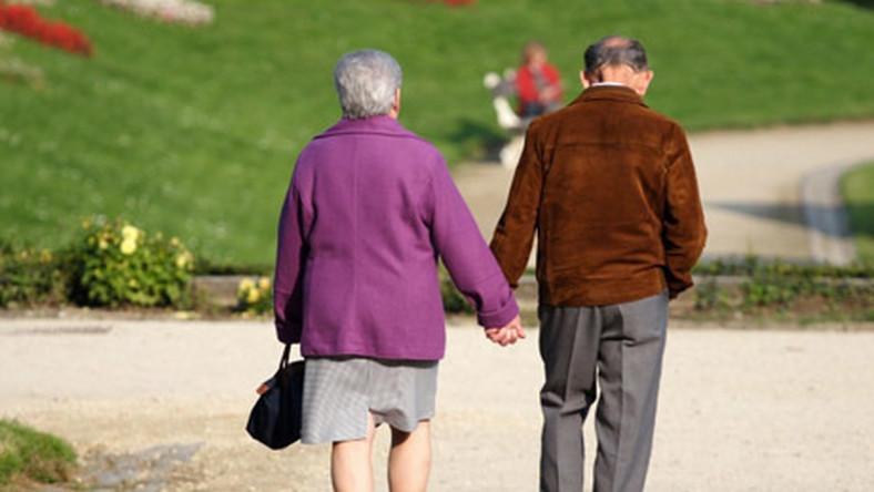 Kobiety żyją dłużej  o 9 lat
