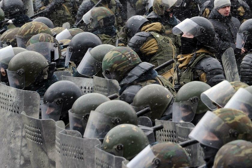 Zamieszki na demonstracji. Biją pałkami opozycję