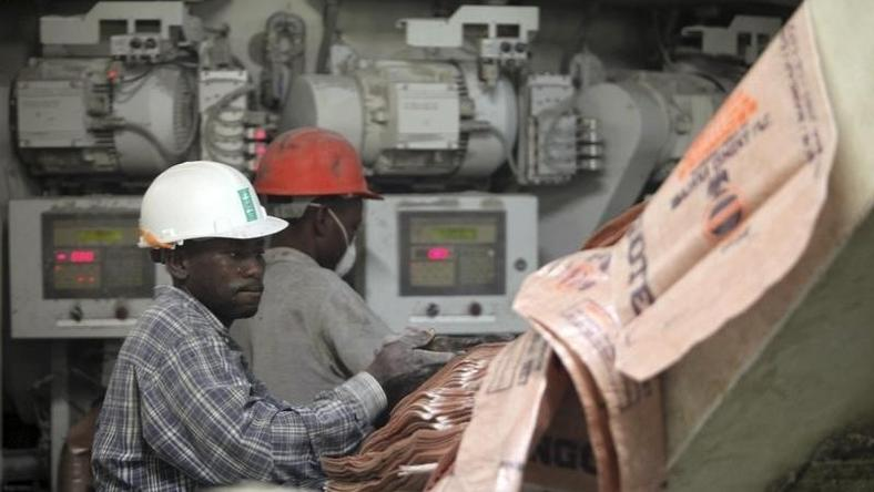 Labourers work at the Dangote Cement factory in Obajana village in Nigeria's central state of Kogi November 8, 2010. REUTERS/Akintunde Akinleye