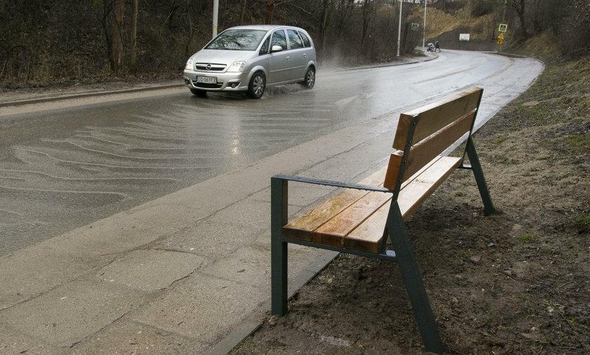 Ławeczka przy ul. Myśliwskiej w Gdańsku