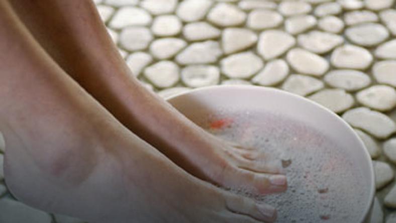 Co może oznaczać bolący palec?