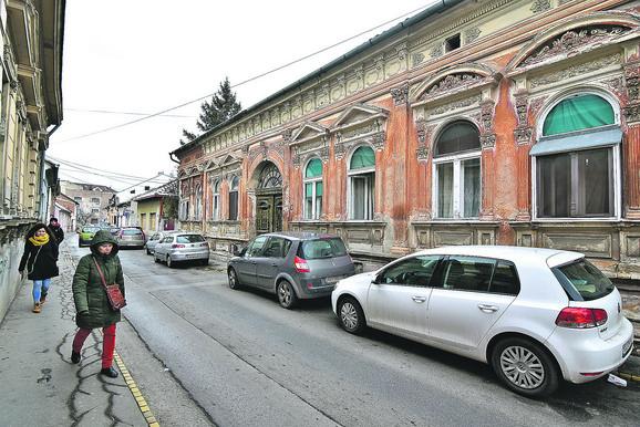 Za razliku od ostatka Vojvodine, ulice se ne seku uvek pod pravim uglom