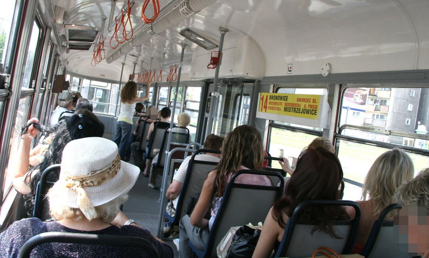 Śmierdzący problem w tramwaju.