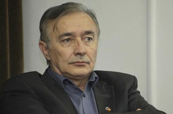 Slavo Kukić, politički analitičar