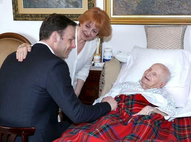 Na njen 107. rođendan baka Maru je posetio i gradonačelnik