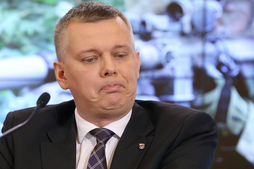 Minister MON