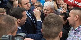 Odsłonili pomnik Lecha Kaczyńskiego. W tle protesty rolników