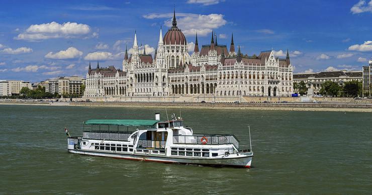 Budimpešta, Mađarska, Dunav, brod