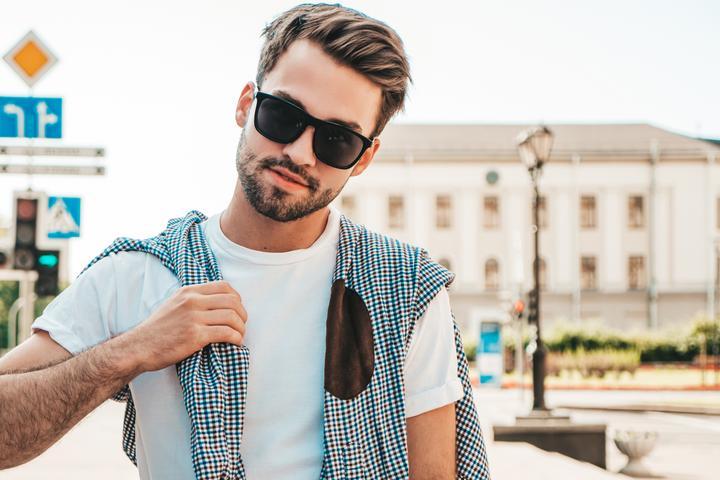 Modne dodatki dla mężczyzn, które warto mieć w swojej garderobie