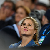 """ISPOD MIRKE """"STO ĐAVOLA VIRE"""" ILI... Da li nju Srbija ne voli SAMO ZATO što je u pitanju žena Rodžera Federera?"""