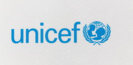 Oburzające dopiski na przesyłkach UNICEF. Kto jest autorem?