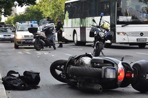 JOŠ JEDNA NESREĆA NA PUTU Motociklista poginuo u Dobanovcima, suvozač prevezen u bolnicu