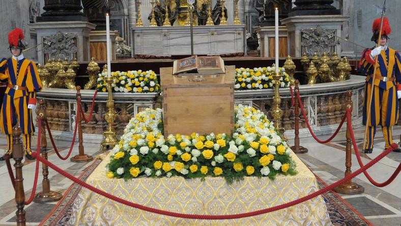 Trumna ze szczątkami błogosławionego Jana Pawła II
