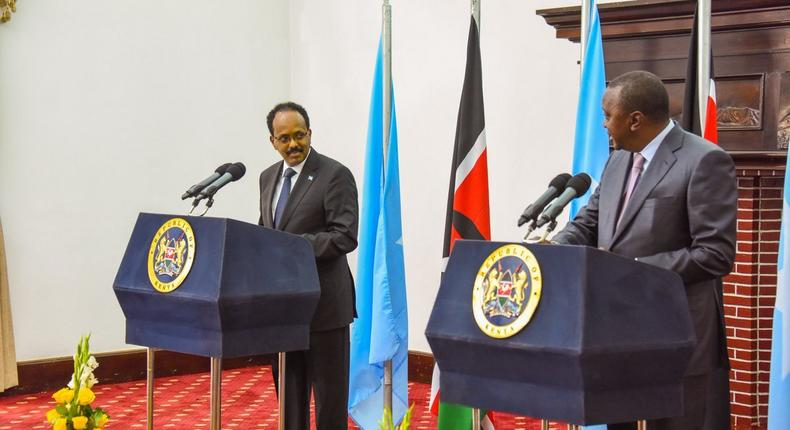 File image of President Uhuru Kenyatta (R) with his Somalia counterpart Mohamed Farmaajo (L) during a joint press conference in State House Nairobi