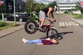AP_motociklista_i_devojka_extreme_vesti_blic_safe