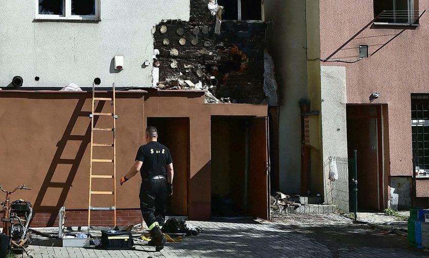 W pożarze kamienicy w Tczewie zginął 80-latek i 2-letnia dziewczynka. Przyczyną pożaru mogło być podpalenie