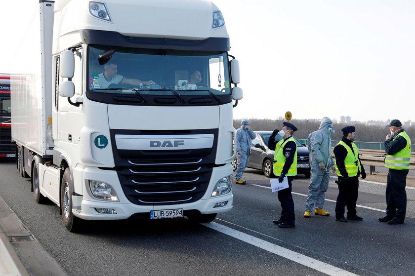 Koronawirus w Polsce. Kierowcy stoją na granicach nawet po 30 godzin